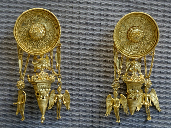 Серьги с фигурками Ники (богини победы)